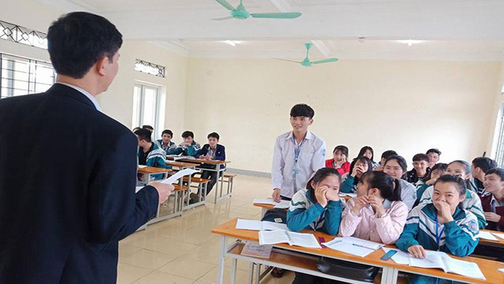Khen thưởng nam sinh Hà Tĩnh trả lại 30 triệu đồng cho người đánh rơi