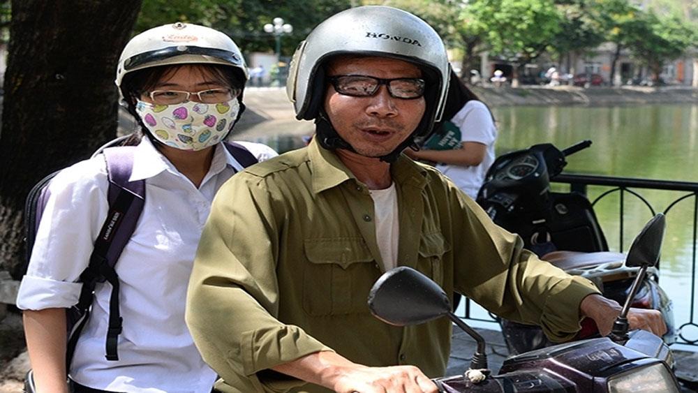 Bắt buộc đội mũ bảo hiểm đối với học sinh
