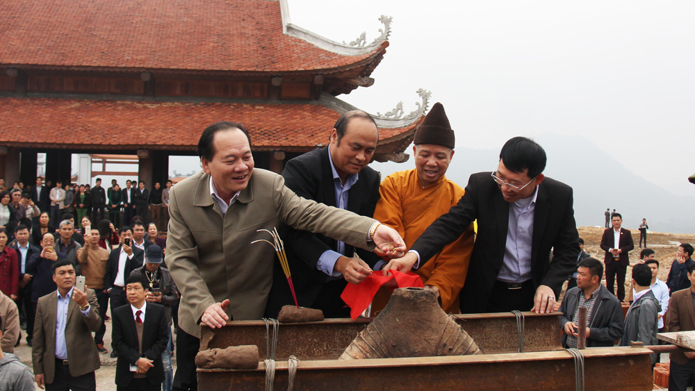 Bell casting ceremony in Tay Yen Tu pagoda