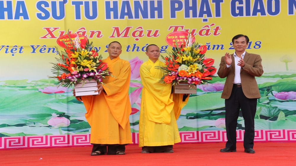 Gặp mặt chức sắc, nhà tu hành Phật giáo nhân dịp đón Xuân Mậu Tuất