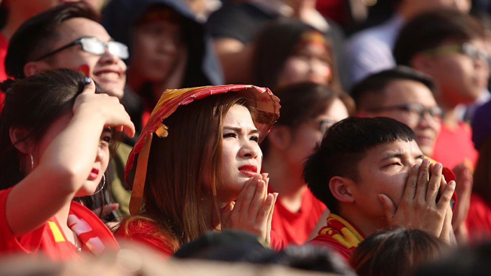 Live from the stadium: 4,000 fans cheering on Vietnam in U23 Asian Cup semifinal