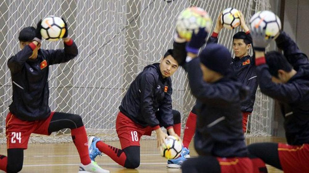 Vietnam's squad back to training indoor against heavy snow