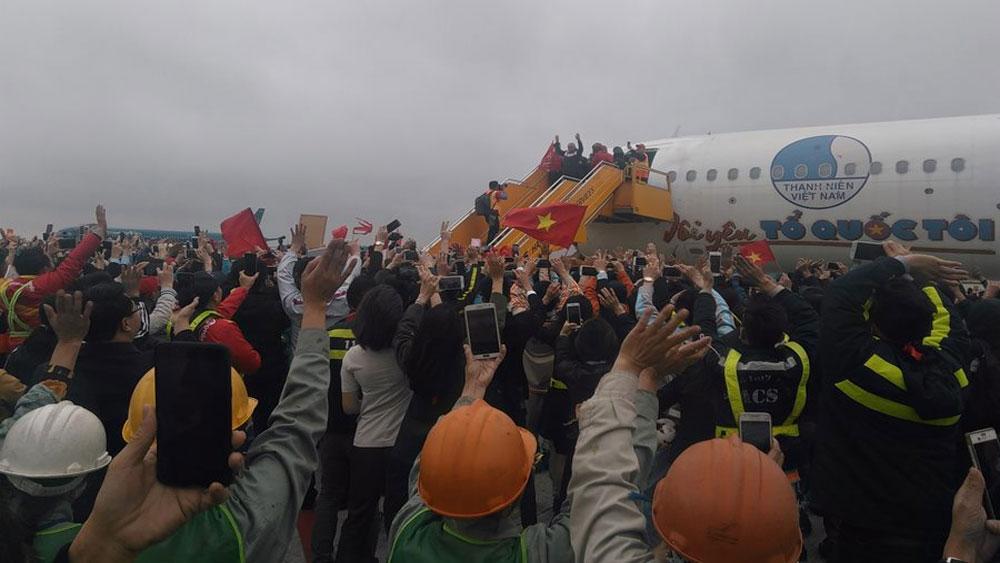 Các cầu thủ U23 Việt Nam đã về đến Hà Nội