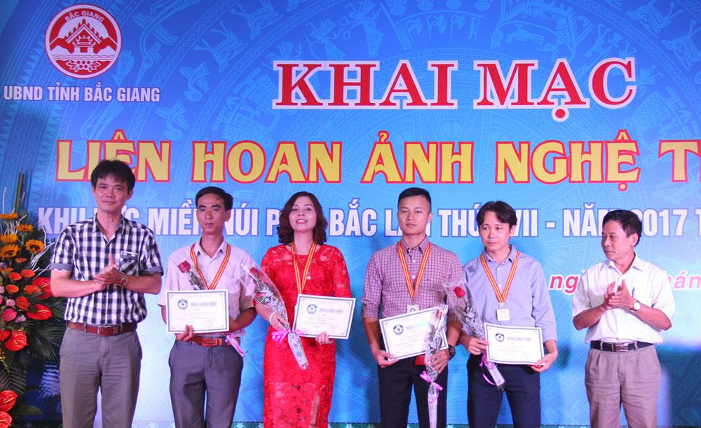 Góc nhìn, Nguyễn Hữu Thông