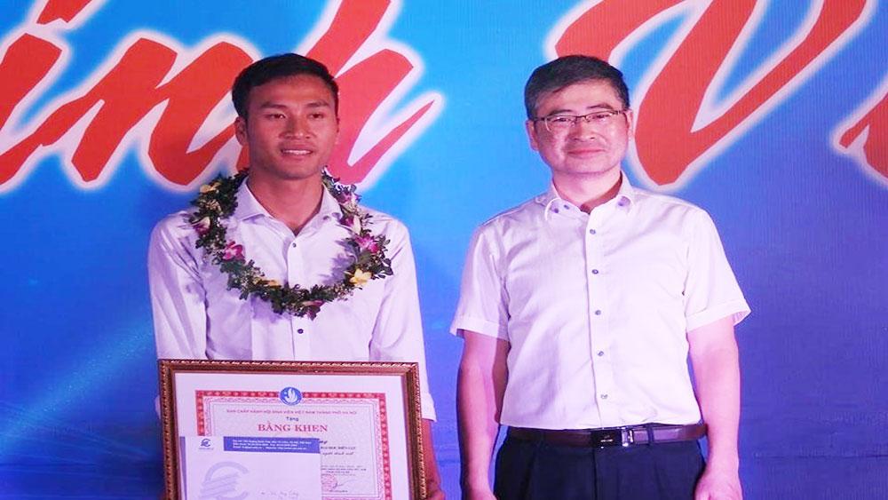Vinh danh gương mặt trẻ Thủ đô tiêu biểu cho chàng sinh viên chạy xe ôm trả tiền khách quên