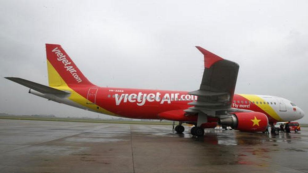Người mẫu mặc bikini trên chuyên cơ đón U23 Việt Nam: Vietjet Air bị phạt 40 triệu đồng