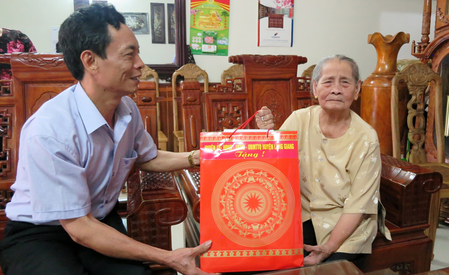 Hơn 1,5 tỷ đồng thăm, tặng quà và trợ cấp khó khăn nhân dịp Tết Nguyên đán