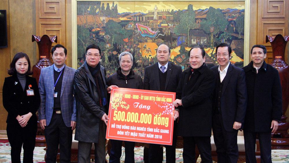 Đoàn đại biểu tỉnh Bắc Ninh thăm, chúc Tết, tặng quà người nghèo tỉnh Bắc Giang
