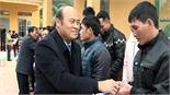 Chủ tịch UBND tỉnh Nguyễn Văn Linh trao quà Tết cho người nghèo huyện Lục Ngạn