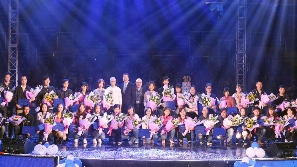 Tập đoàn Khoa học kỹ thuật Hồng Hải: Bố trí 70 xe miễn phí đưa công nhân về quê ăn Tết