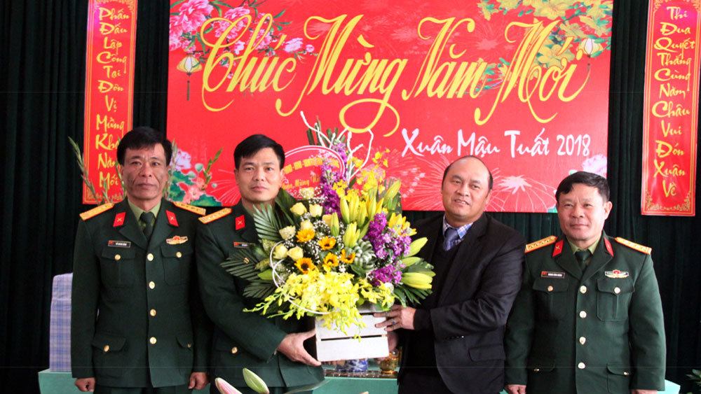 Chủ tịch UBND tỉnh Nguyễn Văn Linh thăm, chúc Tết một số đơn vị quân đội