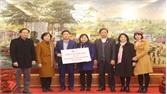 Phó Chủ tịch UBND tỉnh Nguyễn Thị Thu Hà tặng quà Tết tại Hiệp Hòa
