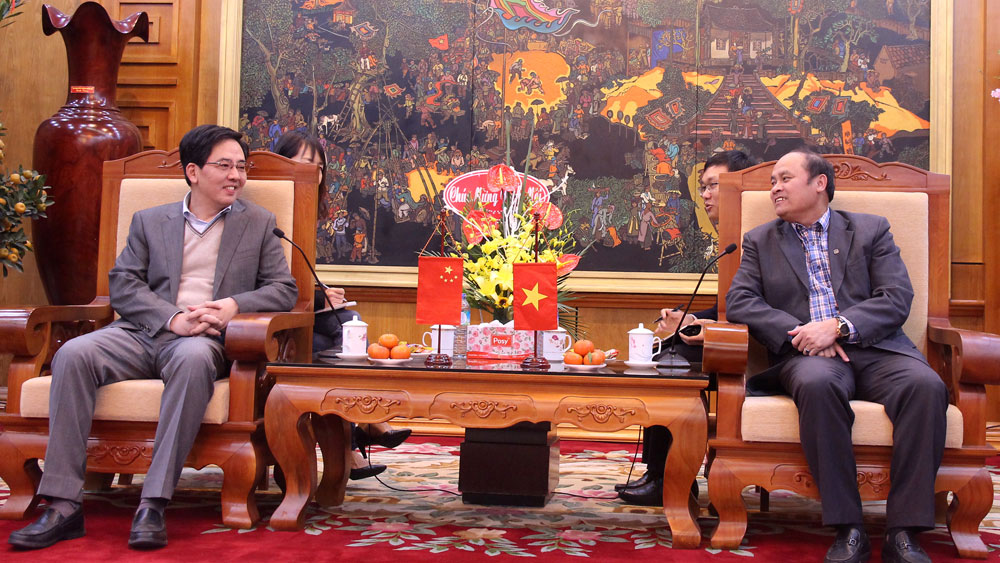 Bac Giang Chairman recieves Chinese Ambassador Hong Xiao Yong