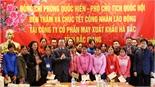 Phó Chủ tịch Quốc hội Phùng Quốc Hiển tặng quà công nhân khó khăn tại Bắc Giang