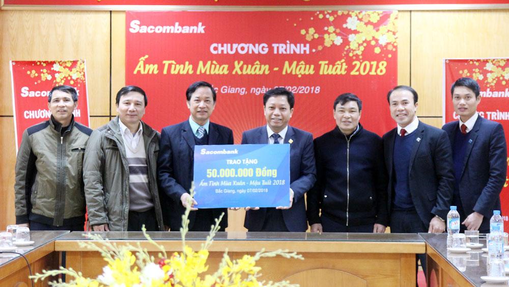 """Sacombank ủng hộ Quỹ """"Vì người nghèo"""" 50 triệu đồng"""