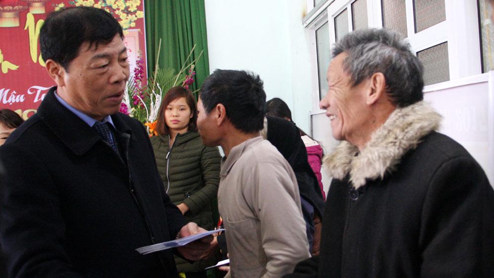 Bí thư Tỉnh ủy Bùi Văn Hải thăm, tặng quà Tết đối tượng chính sách, hộ nghèo