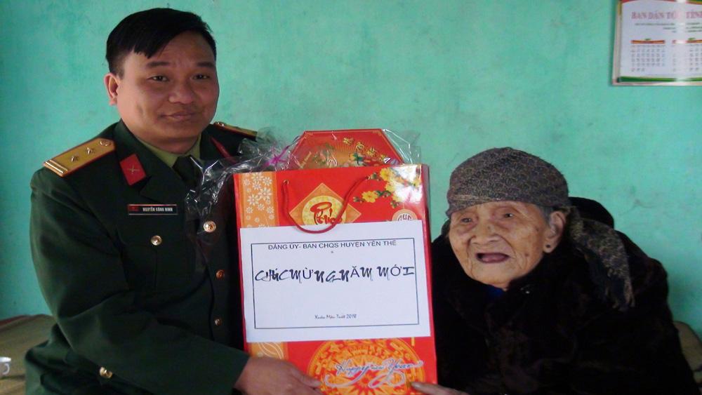 Yên Thế  tặng quà Tết cho người cao tuổi, hộ khó khăn