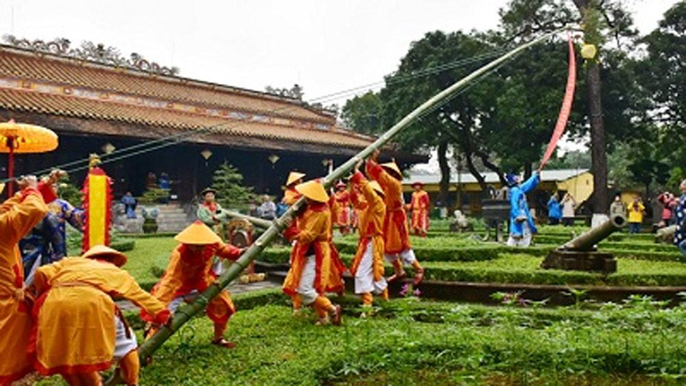 Dựng nêu đón Tết tại Hoàng cung Huế
