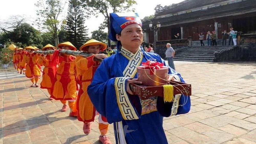 Neu pole, Hue Imperial Citadel, beginning of Tet, bamboo pole, Nguyen Dynasty, Kitchen Gods, royal court, Chung cake