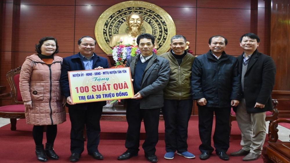 Tặng 200 suất quà cho hộ nghèo Yên Thế, Sơn Động