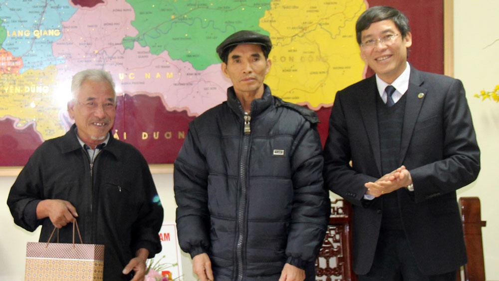 Công đoàn Giáo dục Việt Nam tặng quà đoàn viên hoàn cảnh khó khăn