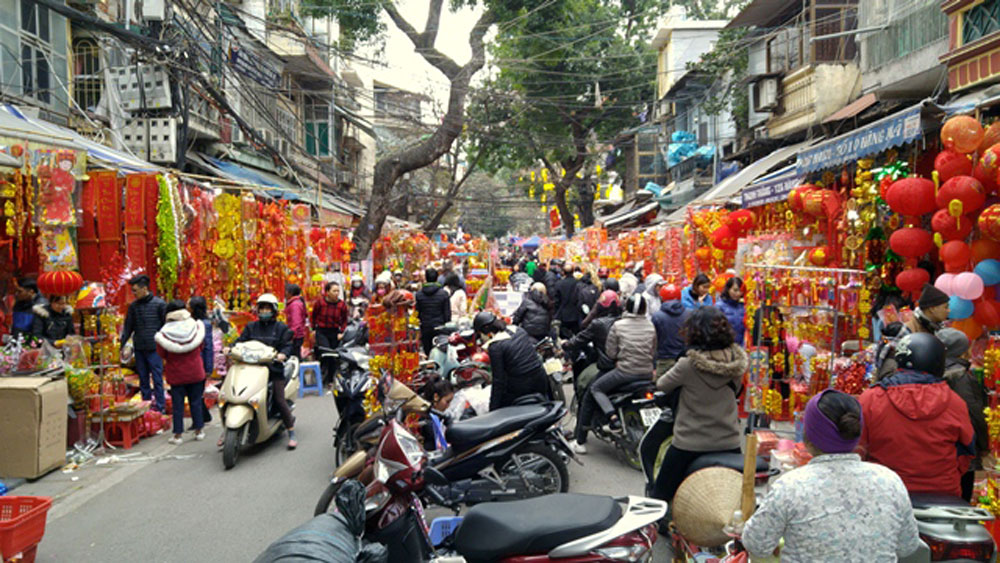 Hanoi Old Quarter a hive of activity as Tet draws near