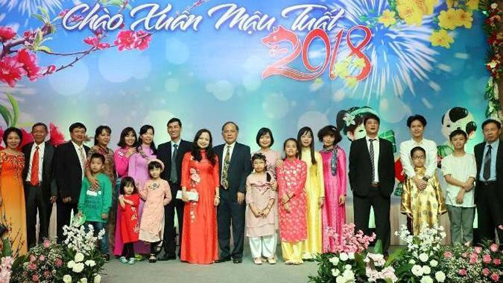 Overseas Vietnamese in Myanmar welcome Tet 2018