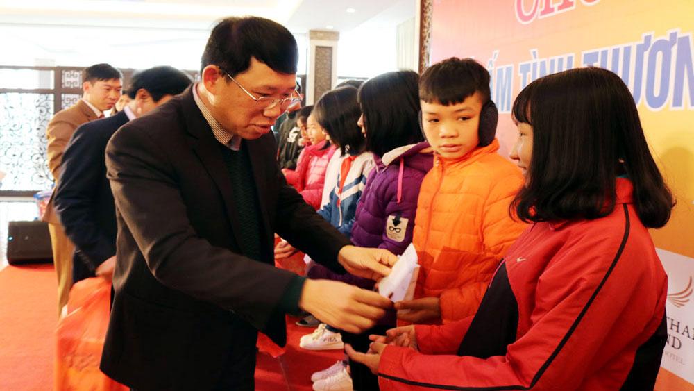 nhà tài trợ, chỉ đạo, Tặng gần 1.900 suất quà Tết,  trẻ em,  khó khăn