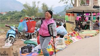 Chợ Tết vùng cao Cấm Sơn ngày cuối năm