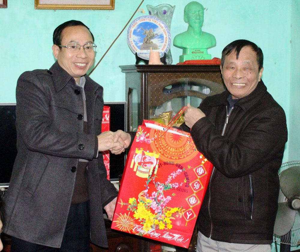 TP Bắc Giang,  1,8 nghìn suất quà Tết,  tặng người có công, người nghèo