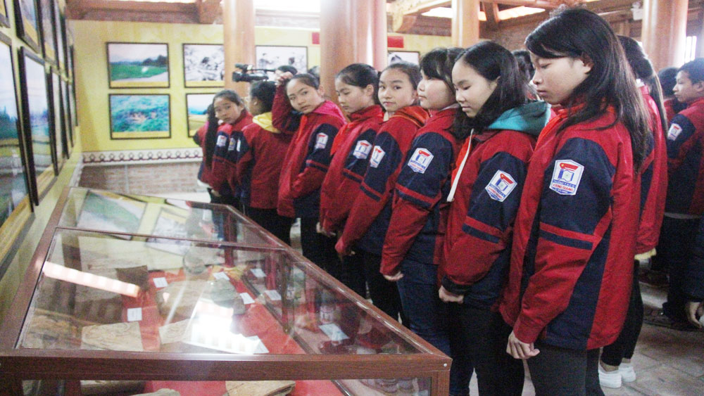 "Thematic exhibition ""Xuong Giang spirit lasts forever"" launched in Bac Giang"