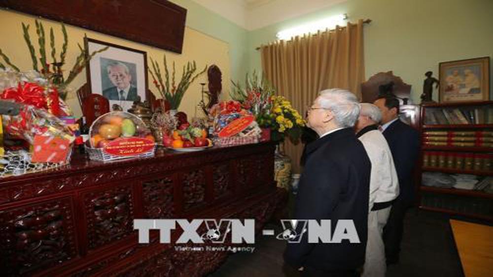 Tổng Bí thư Nguyễn Phú Trọng thắp hương tưởng nhớ Tổng Bí thư Lê Duẩn, Trường Chinh