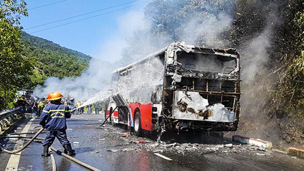 Thủ tướng biểu dương Đà Nẵng xử lý kịp thời vụ xe ô tô chở khách du lịch bốc cháy