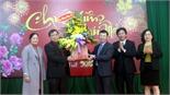 Phó Chủ tịch UBND tỉnh Lê Ánh Dương chúc Tết thầy thuốc và bệnh nhân tại Bệnh viện Đa khoa tỉnh