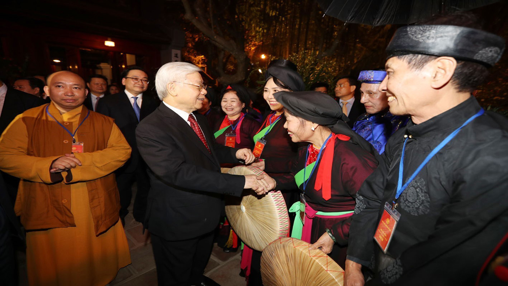Tổng Bí thư Nguyễn Phú Trọng chung vui cùng người dân Hà Nội chào đón giao thừa