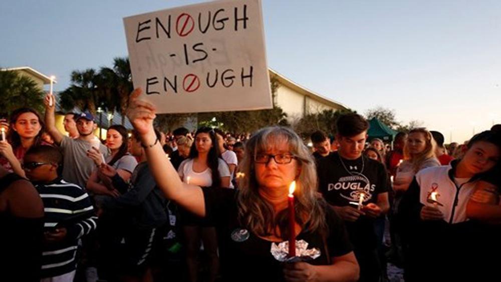 Người dân Mỹ xuống đường tuần hành kêu gọi kiểm soát súng đạn