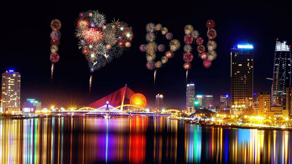 Da Nang 2018 fireworks festival takes place throughout summer