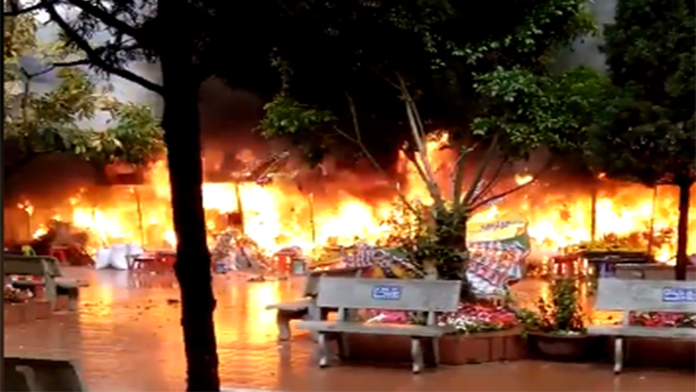 Cháy 10 gian hàng bán vàng mã trong đền Mẫu Đồng Đăng - Lạng Sơn