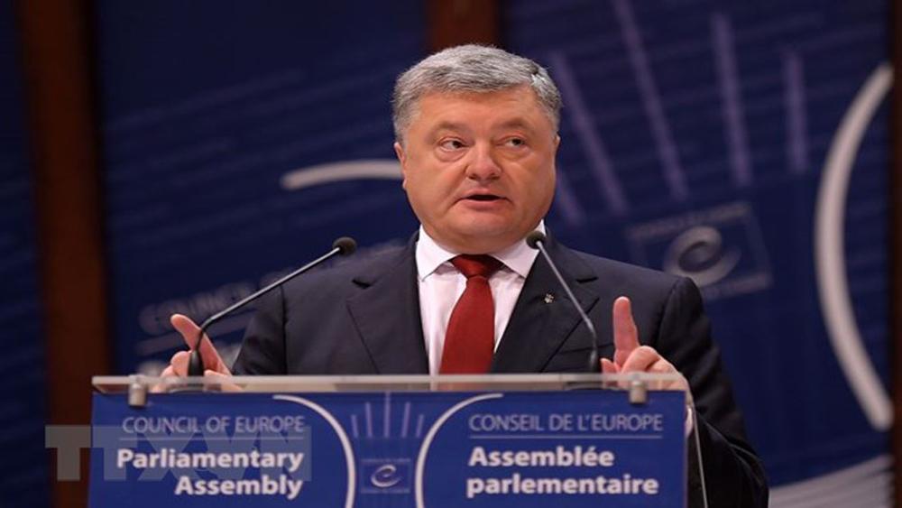 Tổng thống Ukraina Petro Poroshenko ký Luật Tái hòa nhập Donbass