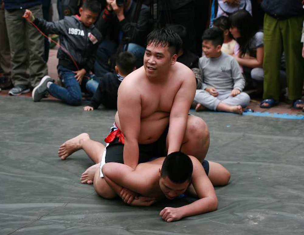 Annual wrestling festival, Mai Dong Village, Lunar New Year, Nghe communal house, the folk culture, different ages, sporting traditions