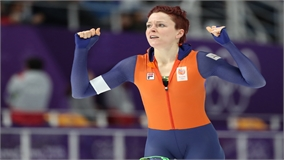 Lần đầu tiên trong lịch sử, một nữ vận động viên giành huy chương ở hai môn thi đấu
