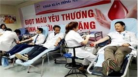 Hàng nghìn y bác sĩ hiến máu trong chương trình 'Chào Xuân hồng 2018'