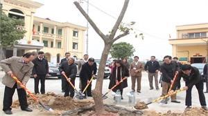 Hiệp Hòa phấn đấu trồng mới 100 nghìn cây phân tán và 30 km đường hoa
