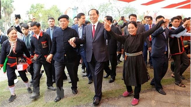 President joins ethnic groups at Hanoi spring festival