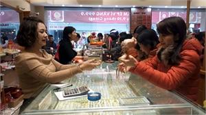 Khách mua đông, giá vàng tăng vào ngày vía Thần Tài