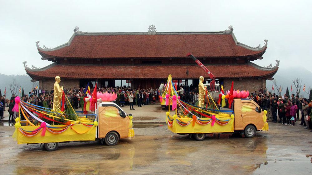 Rước tượng Trúc Lâm Tam Tổ lên chùa Hạ Tây Yên Tử