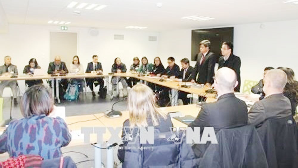Vietnam, France share experience in organic agriculture