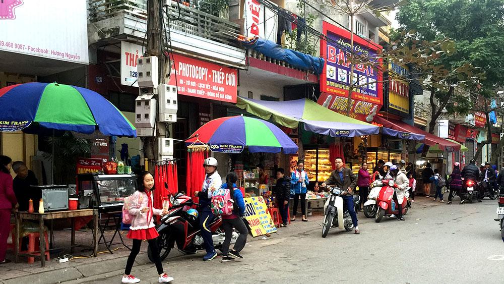 Ảnh chụp 7 giờ 20 phút ngày 26-2 tại cổng Trường Tiểu học Ngô Sĩ Liên (TP Bắc Giang).