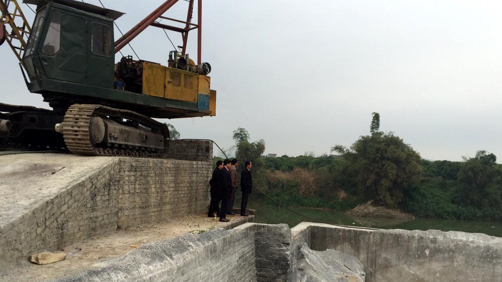 Kiểm tra công tác giải tỏa bãi cát, sỏi ven sông ngoài quy hoạch