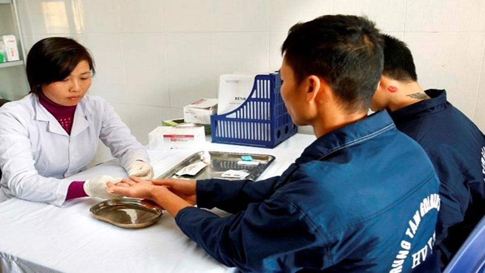 Bộ Y tế đề xuất quyền lợi bảo hiểm y tế của người có HIV